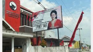 Geram Baliho Puan Dicoret `Open BO`, DPP PDIP Laporkan Aksi Vandalisme